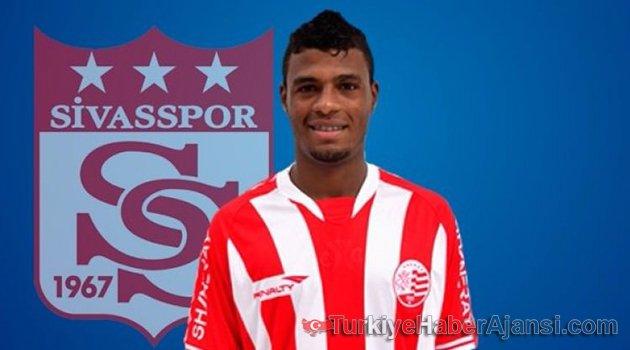 Sivasspor, Dos Santos'a İmzayı Attırdı