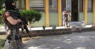 300 Polisle Şafak Baskını