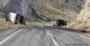 PKK Yüzünden Karayolu Trafiğe Kapatıldı