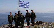 Yunan Komutandan Kardak Manzaralı Fotoğraf
