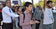 AKP Standını Protestoya 10 Gözaltı