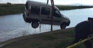 Hafif Ticari Araç, Sulama Kanalına Uçtu: 2 Ölü