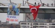 Hollanda'da Erdoğan'ın Resmi Asıldı