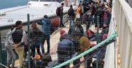 İzmir'de 60 Kaçak Göçmen Yakalandı