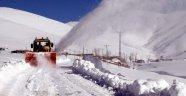 Kar 609 Yerleşim Biriminin Yolunu Kapadı