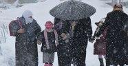 Köy Yolları Kapandı, Okullar Tatil Edildi