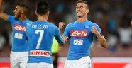 Napoli, Jose Sosa'lı Milan'ı Dağıttı