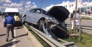 Otomobil Bariyerden Atladı: 4 Yaralı
