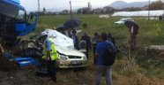 Otomobil İle Tır Çarpıştı: 4 Ölü
