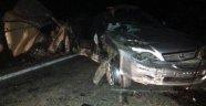 Otomobil, Römorka Çarptı: 1 Ölü, 2 Yaralı