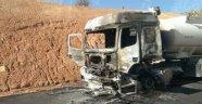 PKK'lılar 2 beton mikserini yaktı!