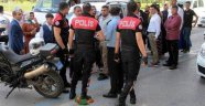 Polis Konvoyu Durdurup Gözaltına Aldı!