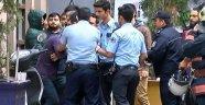 Sinan Çetin'in Mekanında Olay Çıktı