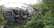 Ticari Araç Şarampole Yuvarlandı: 4 Yaralı