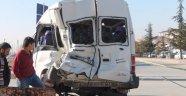 Tren Minibüse Çarptı: 6'sı Engelli 14 Yaralı