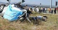 Tur Otobüsü İle Otomobil Çarpıştı: 3 Ölü 26 Yaralı