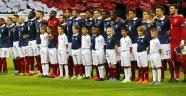 Wembley Örnek 'Saygı' Gösterisi!