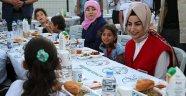 Yıldırım Ailesi Suriyelilerle İftarda Buluştu