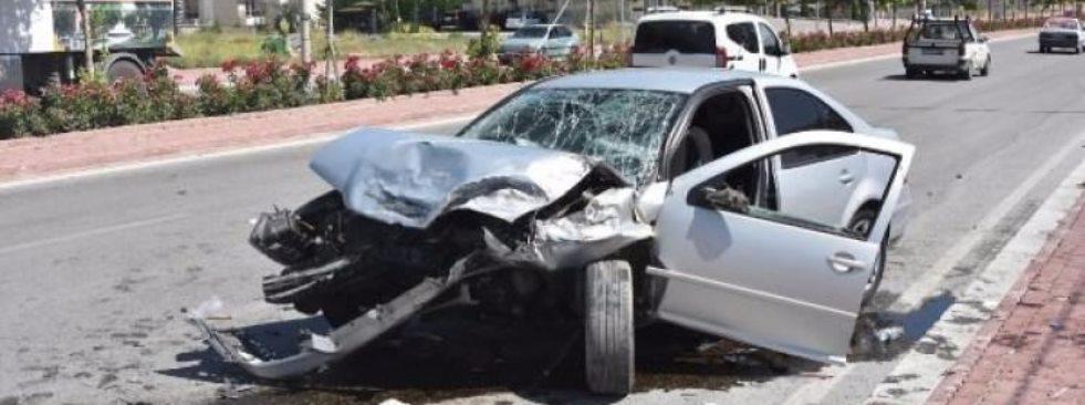 Konya'da 2 Otomobil Çarpıştı: 1'i Ağır 8 Yaralı