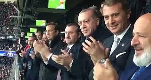 Erdoğan, Beşiktaş-Monaco Maçını Tribünden İzledi