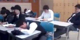 Derste Uyuyan Öğrenciye Komik Şaka